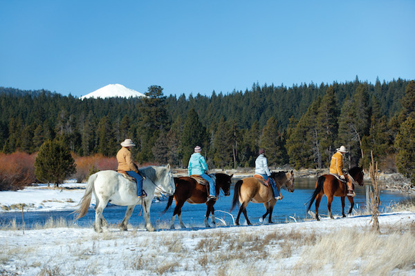 1859_web_winter-towns_sunriver_600x400