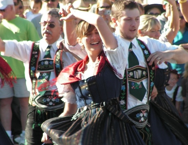 2012-september-october-1859-willamette-valley-oregon-mount-angel-traditional-dancing-oktoberfest-copy