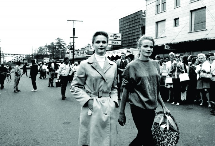 2011-Autumn-Oregon-Coast-People-Newport-Sometimes-a-Great-Notion-Lee-Remick-and-double-on-set-film-industry