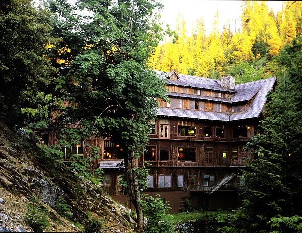 Travel-Destinations_oregon-caves-chateau_web