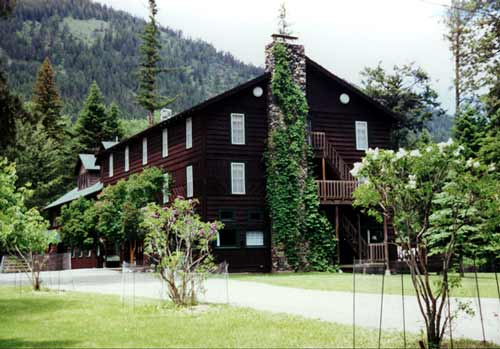 Wallowa-Lake-Lodge-rustic-lodging-historic-dining-eastern-oregon