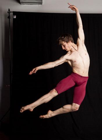 lucas-threefoot-ballet-autumn-2011-6