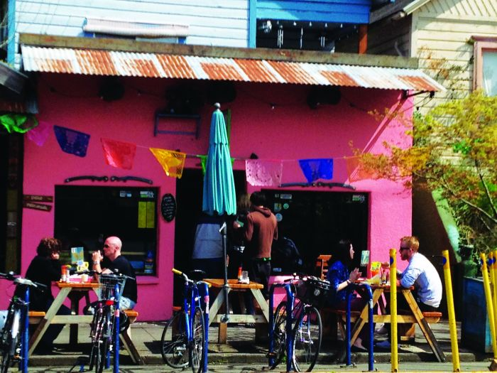 2012-july-august-1859-portland-oregon-restaurant-review-mexican-food-por-que-no-taqueria-storefront-bikes-customers
