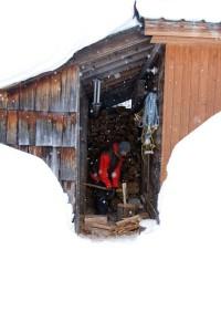 2012-november-december-1859-central-oregon-athlete-profile-bend-snowboarder-josh-dirksen-chopping-wood