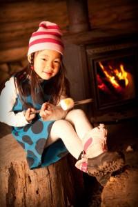 2012-november-december-1859-central-oregon-sno-park-adventures-shelter-marshmellow-roasting-girl