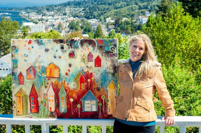 2012-november-december-1859-oregon-coast-astoria-artist-in-residence-sarah-goodnough-posing-balcony-with-painting