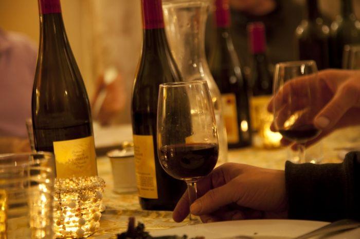 2012-september-october-1859-magazine-willamette-valley-oregon-wine-crush-glass-of-wine-at-dinner-table