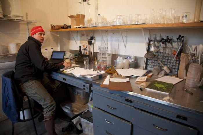 2012-september-october-1859-magazine-willamette-valley-oregon-wine-crush-in-the-office
