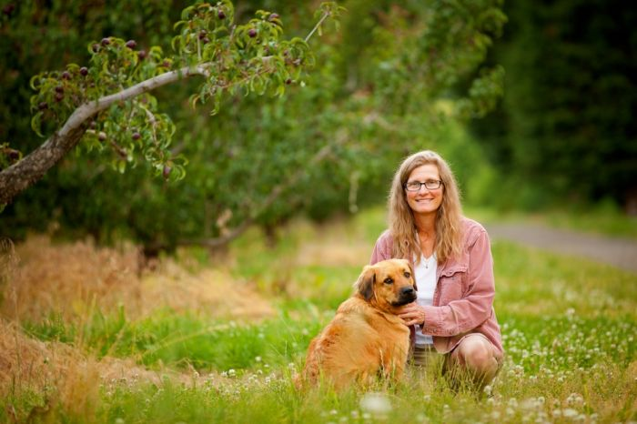 2012-september-october-1859-oregon-hood-river-farm-to-table-jennifer-euwer-dog