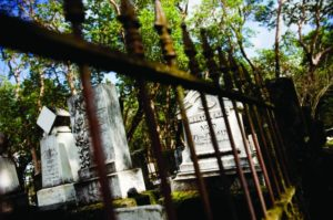 2012-september-october-1859-southern-oregon-history-haunted-oregon-jacksonville-historic-cemetery-gravestone-behind-fence