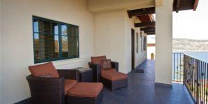 Oregon-Lodging-Hood-River-Columbia-Cliff-Villas-Grand-Courtyard-terrace
