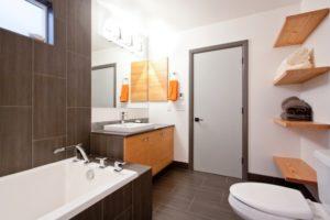 Oregon-Portland-Lodging-Eco-Modern-Home-bathroom