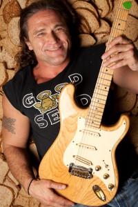 Winter-2012-Oregon-Ventures-Dave-s-Killer-Bread-Dave-Dahl-with-guitar