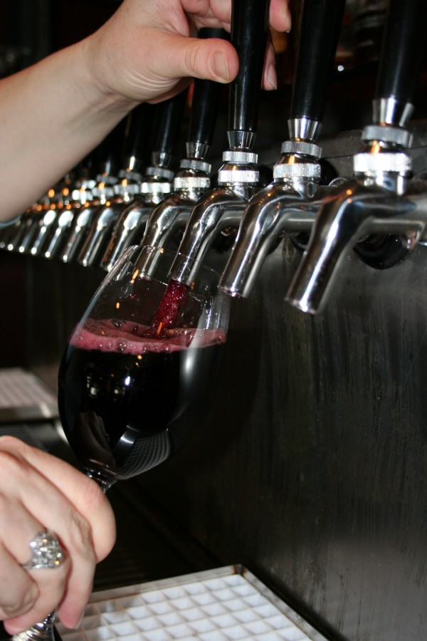 keg-pour-wine-tap-restaurant-bar-oregon