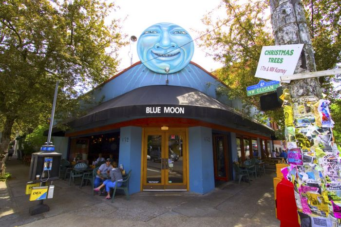 portland-oregon-mcmenamins-blue-moon-tavern-grill-logo