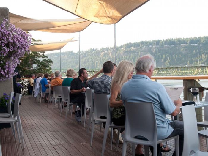 riverside-restaurant-columbia-gorge-mt-hood-oregon