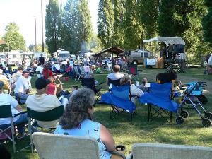 the-clatskanie-bluegrass-festival-and-book-sale-bounty-family