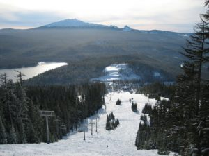 things-to-do-willamette-valley-oregon-ski-snowbaord-willamette-pass-resort