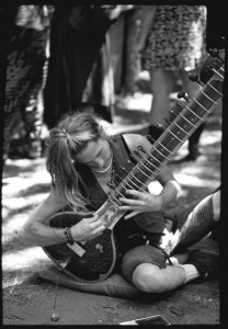 2010-summer-oregon-culture-history-hippie-oregon-country-fair-sitar-player