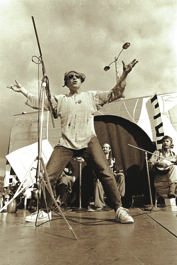 2010-summer-oregon-culture-history-hippie-oregon-ken-kesey-on-stage