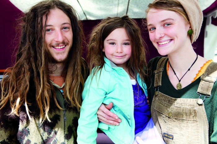 2010-summer-oregon-culture-history-hippie-oregon-young-hippie-family