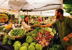 2011-Winter-Oregon-Travel-Willamette-Valley-Eugene-fresh-produce-at-hey-bayles-800x553-
