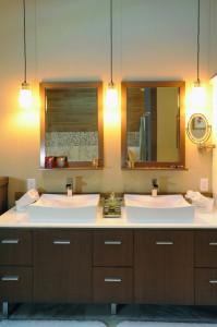 2012-Spring-Central-Oregon-Home-And-Design-Bend-Remodel-Interior-Design-bathroom-sinks