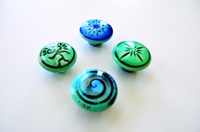 2012-Spring-Oregon-Home-And-Design-Portland-Remodel-Interior-Design-olaf-pottery-bathroom-knobs