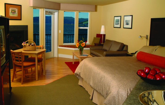 2012-Winter-Oregon-Coast-Tours-Astoria-Cannery-Pier-Hotel-room
