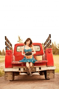 2012-summer-1859-central-oregon-bend-tumalo-cover-shoot-behind-the-scenes-truck-blackberries-carrie-cook-minns-seated