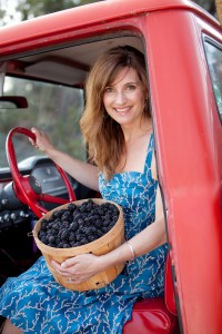 2012-summer-1859-central-oregon-bend-tumalo-cover-shoot-behind-the-scenes-truck-carrie-cook-minns-truck-blackberries