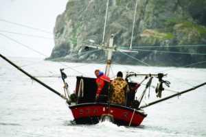 2012-winter-oregon-coast-outdoors-pacific-city-dorymen-head-out-to-catch-salmon