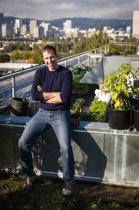 2013-january-february-1859-magazine-portland-oregon-farm-to-table-roof-top-garden-noble-rot-leather-storrs-posing-with-garden