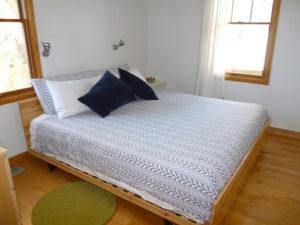 Central-Oregon-Bend-Lodging-Lavabelles-Lucinder-back-bedroom