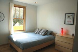 Central-Oregon-Bend-Lodging-Lavabelles-Lucinder-queen-bedroom