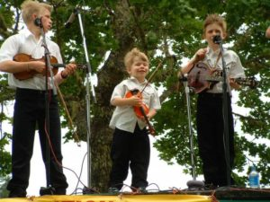bluegrass-festival-siskiyou-music-kids-beer-wine-food-festival-selma