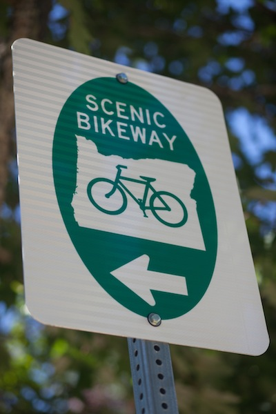 0998_ScenicBikeway_SignInstallation_CREDIT_MelissaHay_130806