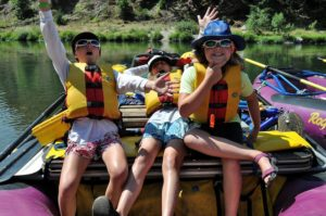 2013-jan-feb-1859-magazine-southern-oregon-rafting-the-rogue-river-girls-joking-around