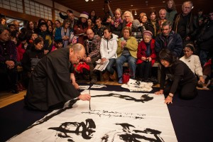calligraphy-demonstration-photo-by-Jonathan-Ley-300x200