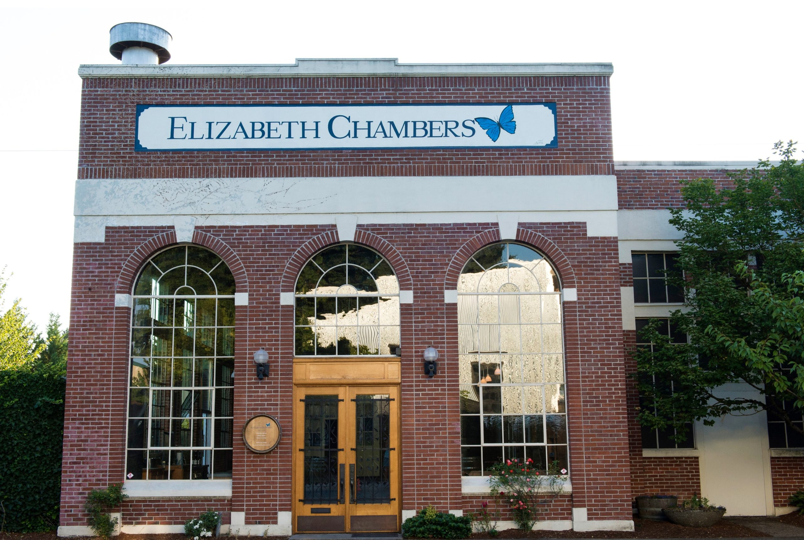 Elizabeth-Chamber-Cellar_front-of-buliding