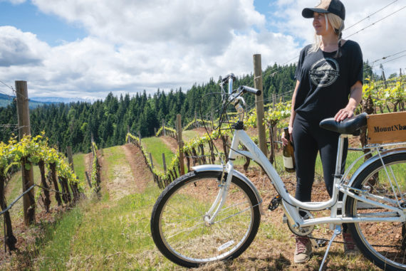 MountNbarreL offers a local's look at Hood River orchards and wineries.
